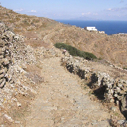 1.The path-monopáti to the bay of Agios Geórgios - Copyright of http://www.cycladen.be/