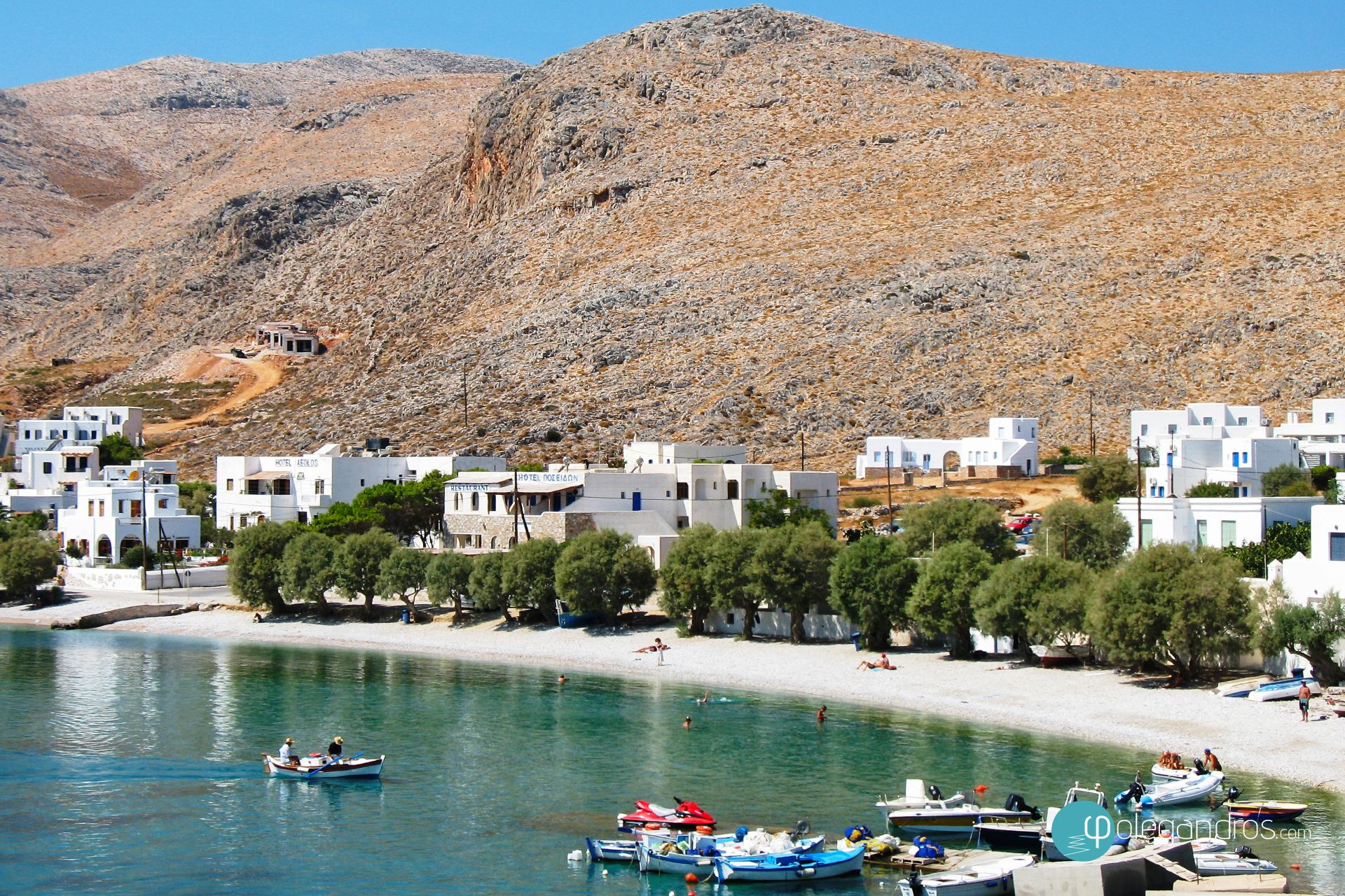 Karavostasi, il porto di Folegandros